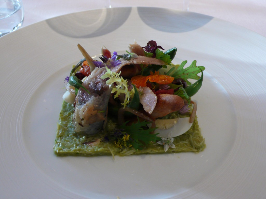 Crab and avocado puree with a niçoise salad