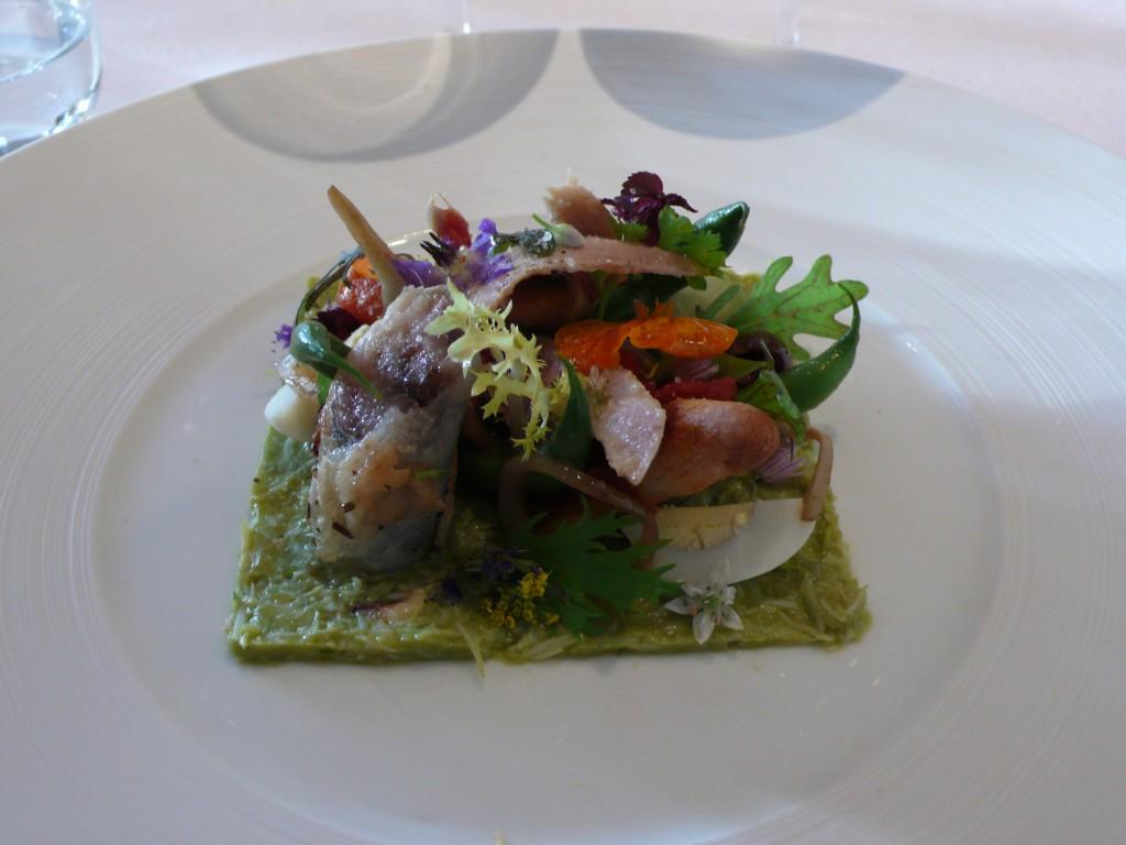 Crab and avocado puree with a niçoise salad