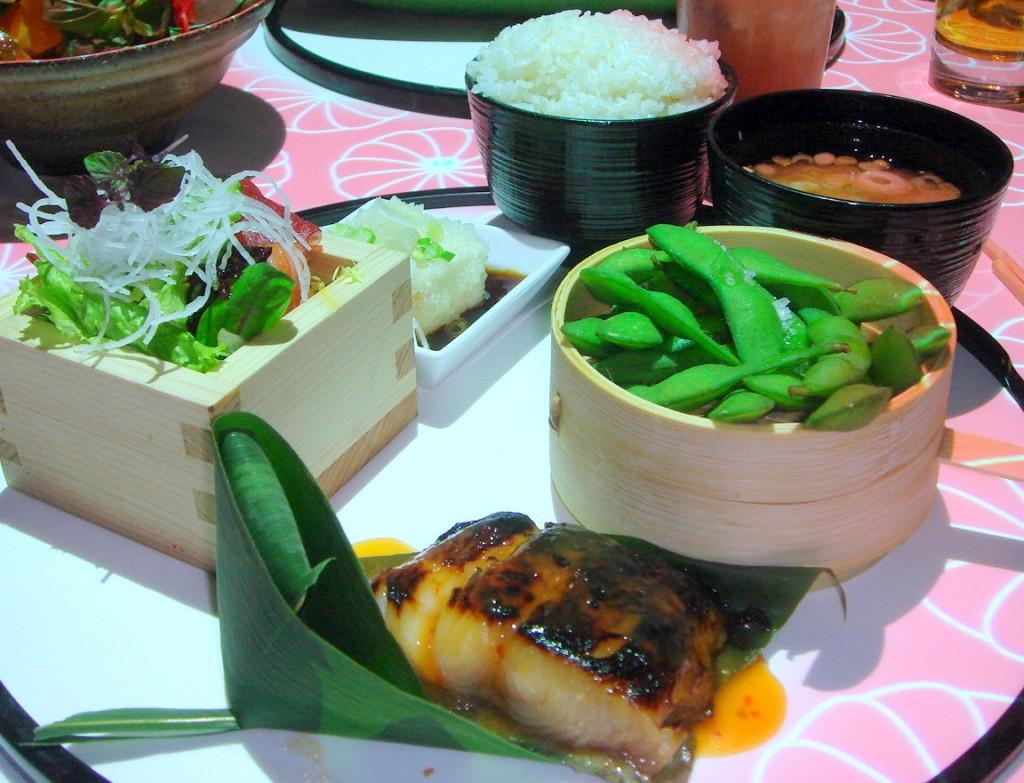 Set menu with black cod, sashimi salad and crispy tofu, etc
