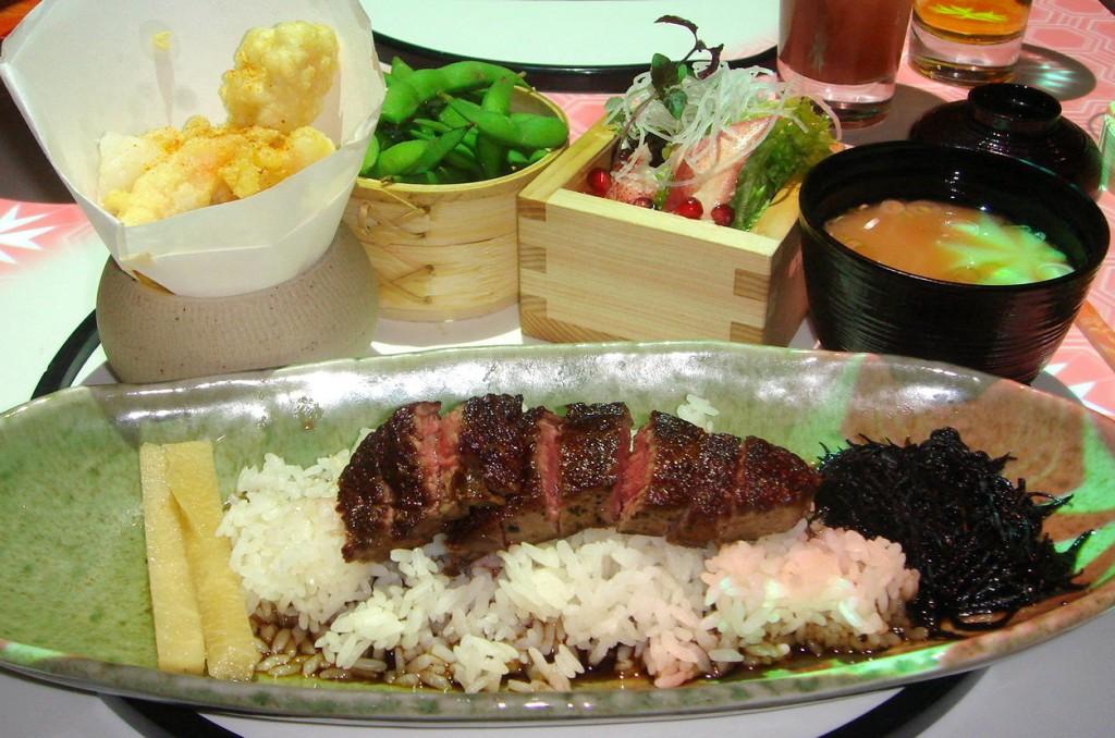 Wagyu beef set menu with lobster salad, crispy prawns, etc