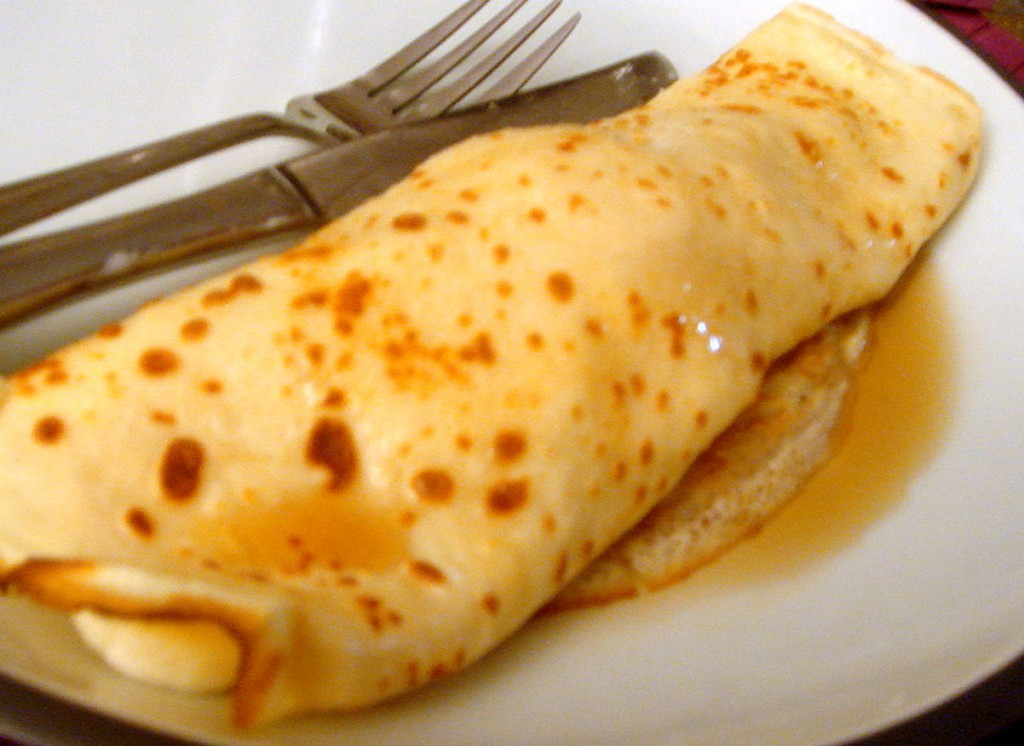 Banana, ice-cream & maple syrup pancake