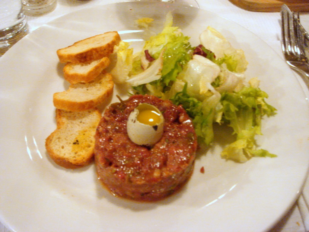 Steak tartare & quail's egg