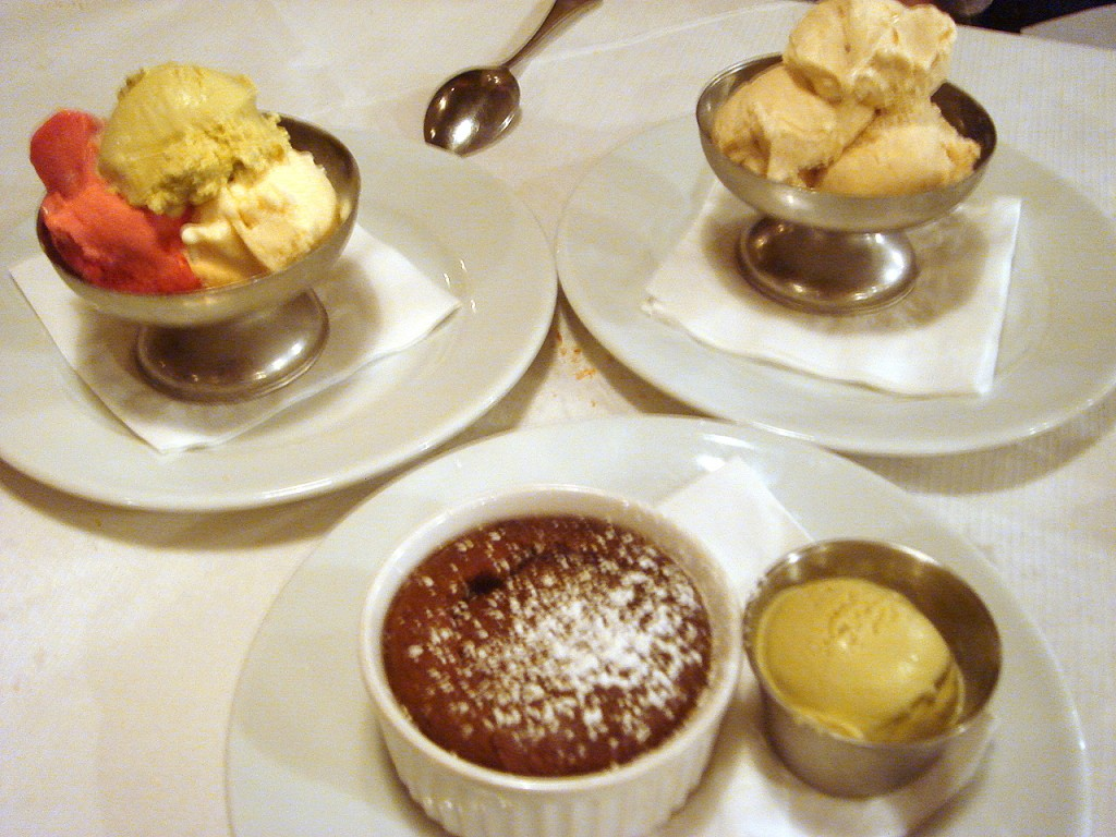 Chocolate fondant & ice creams