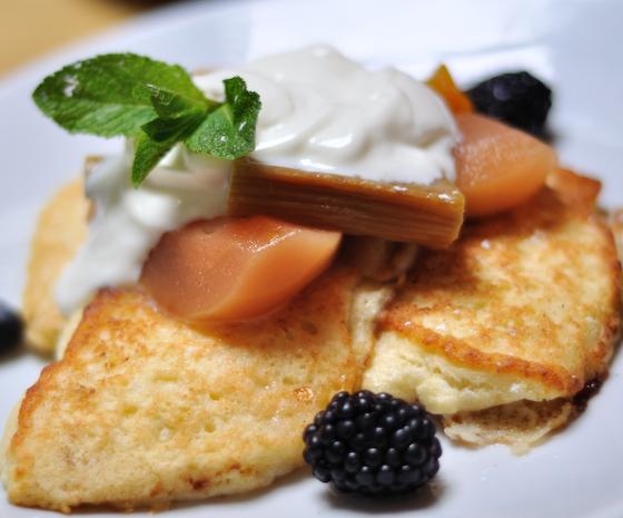 Ricotta pancakes, baked fruits & yoghurt