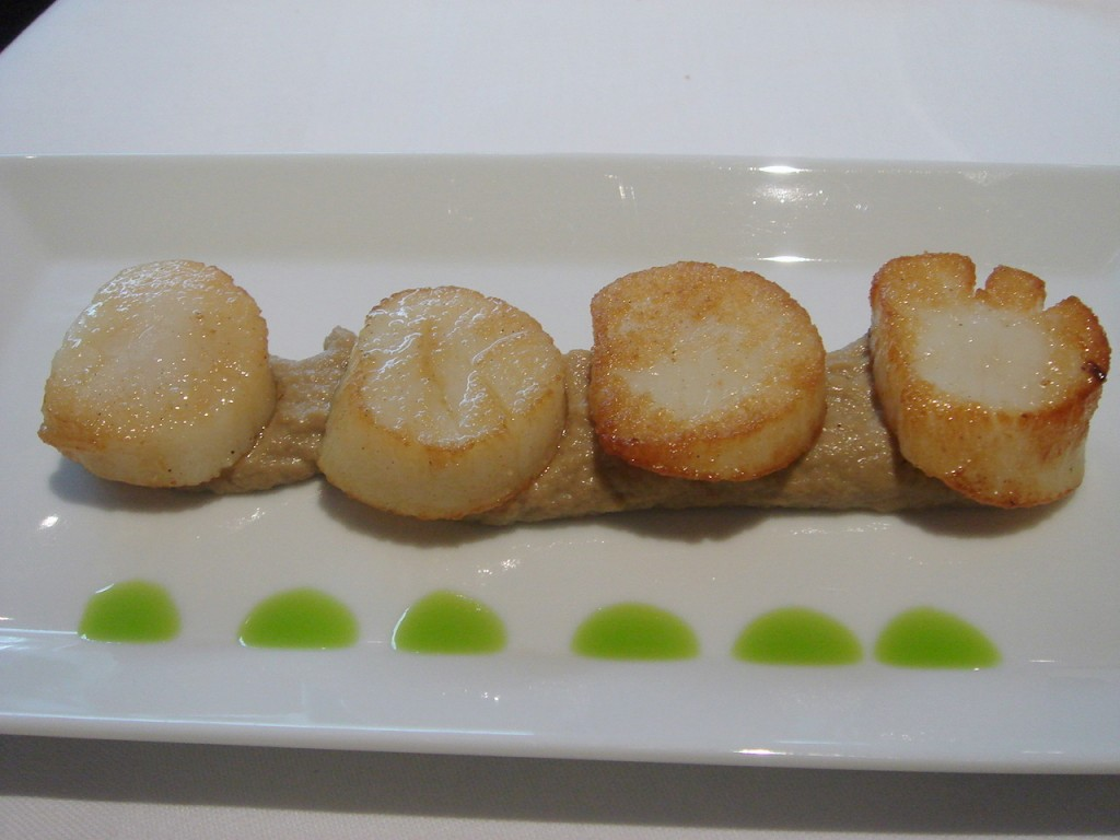 Scallops over mushroom puree