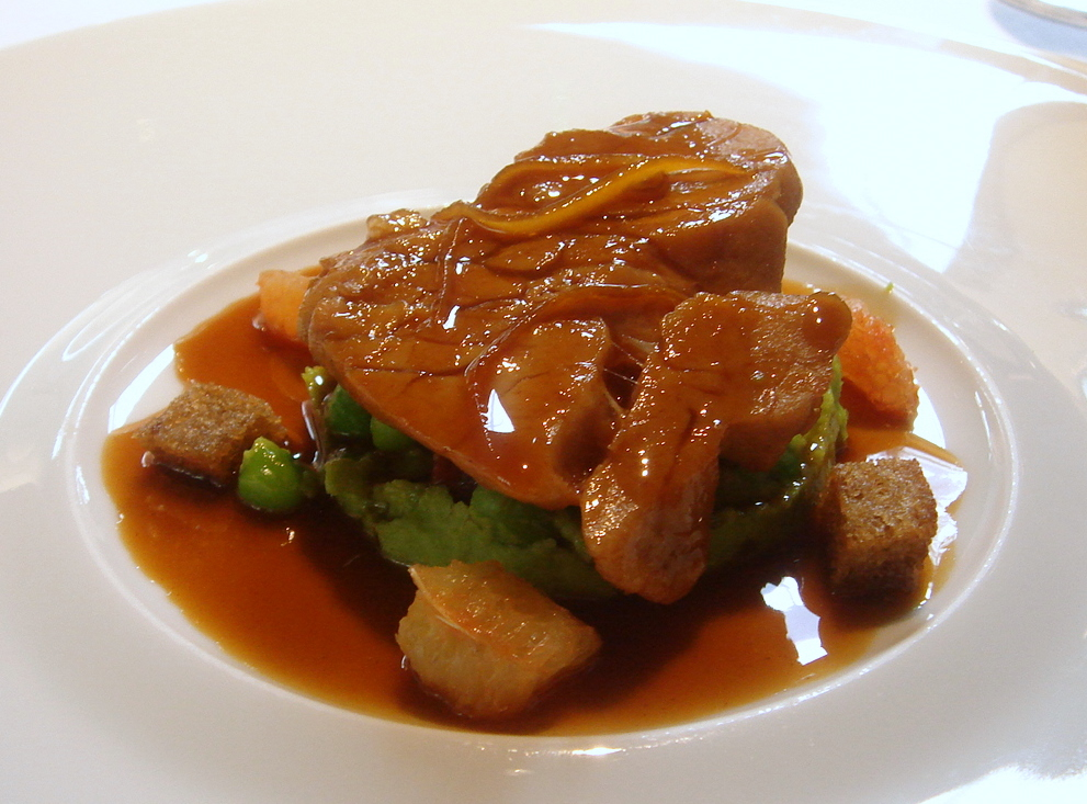 Veal sweetbreads with grapefruit & green peas