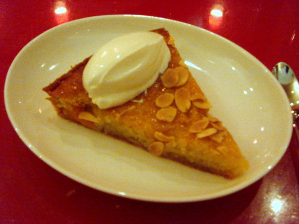Apricot &amp; almond tart