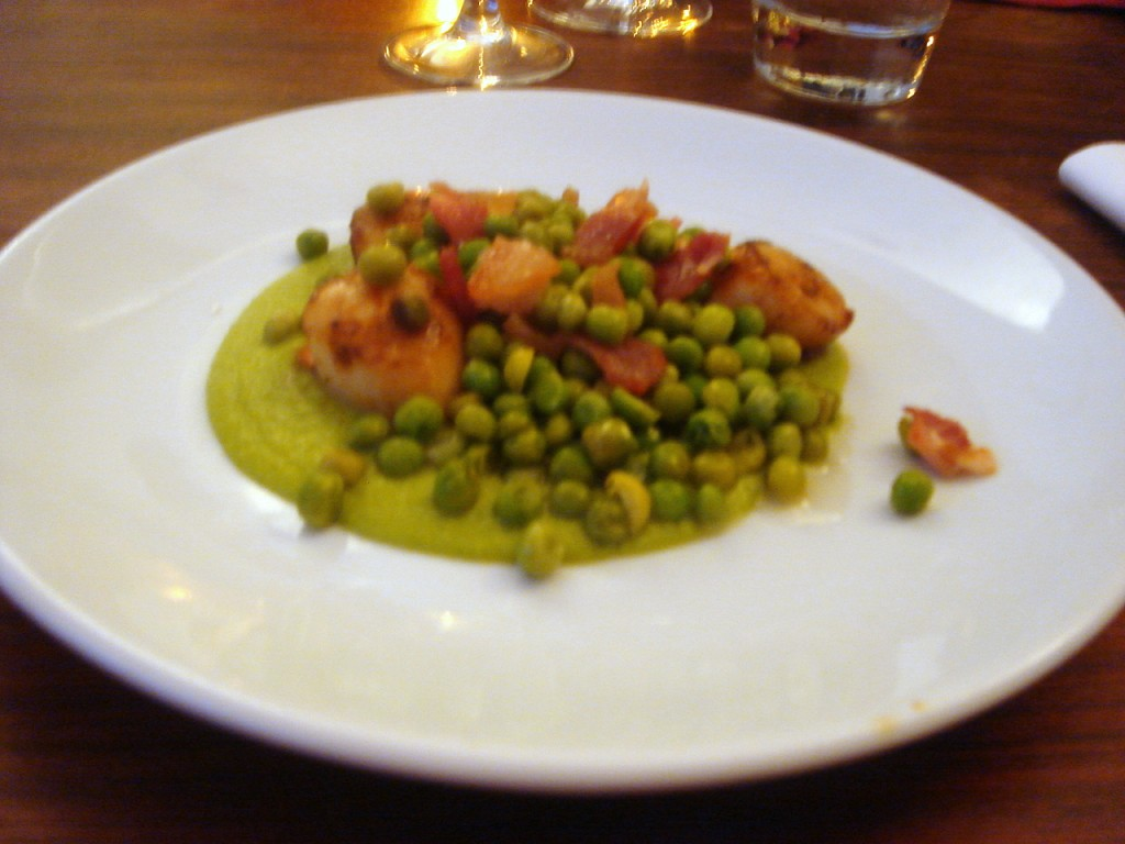 Scallops, bacon & peas