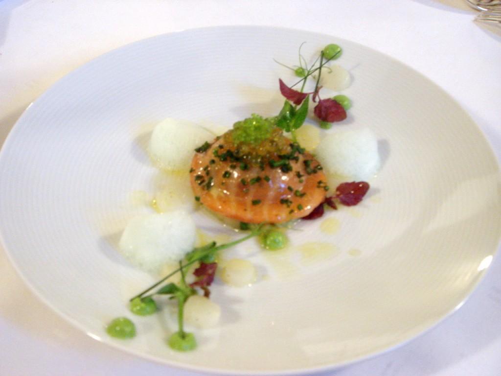 Salmon raviolo