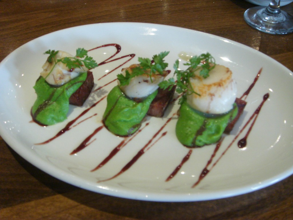 Scallops with smoked pork belly & pea puree
