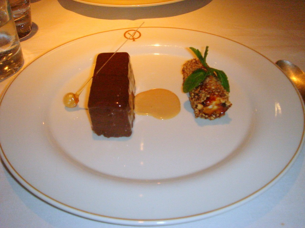 Praline chocolate bar & caramelised banana