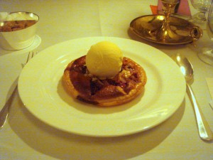 Fig tart with honey ice cream