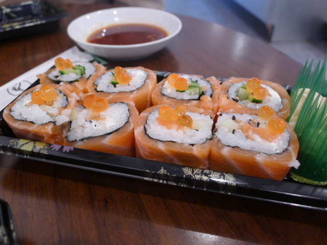 Salmon & cream cheese roll