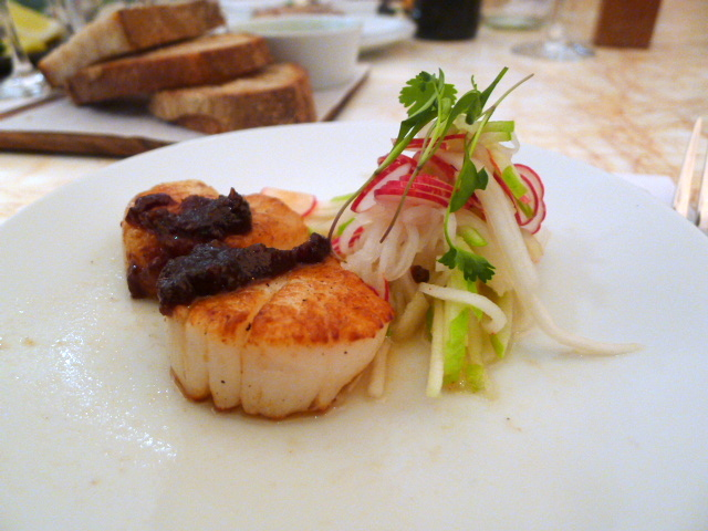 Seared scallops with daikon & apple
