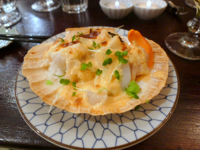 Scallops with creamy spicy sauce
