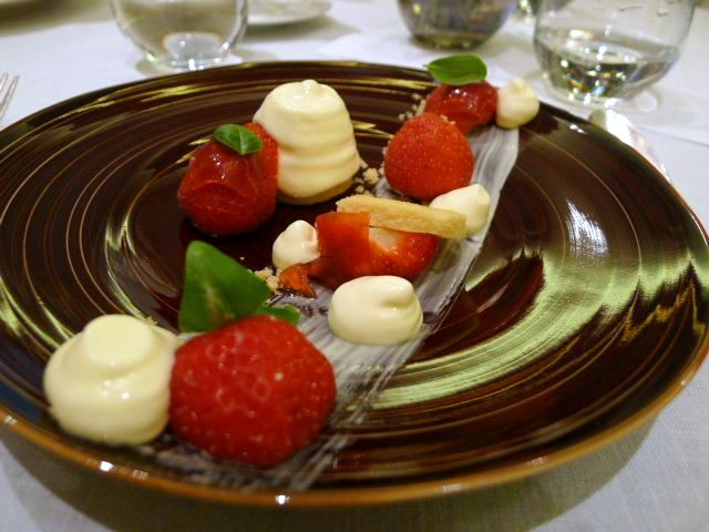 Prosecco mousse with strawberries