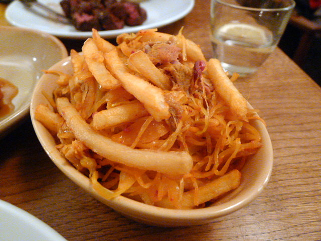 Frites with pulled pork, kimchi and cheese