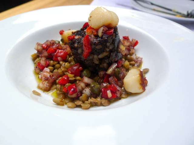'Morcilla' with scallops & lentils
