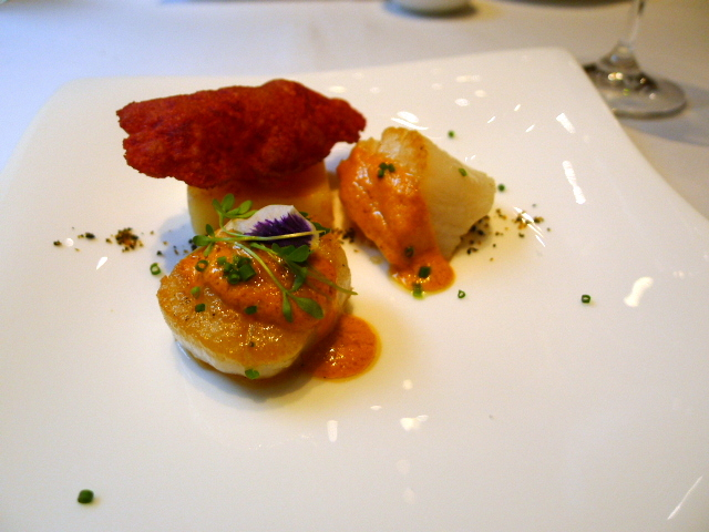 Scallops with cassava 'soufflé'