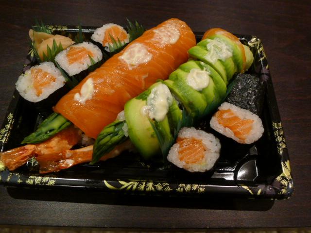 Chisou prawn tempura roll & salmon maki