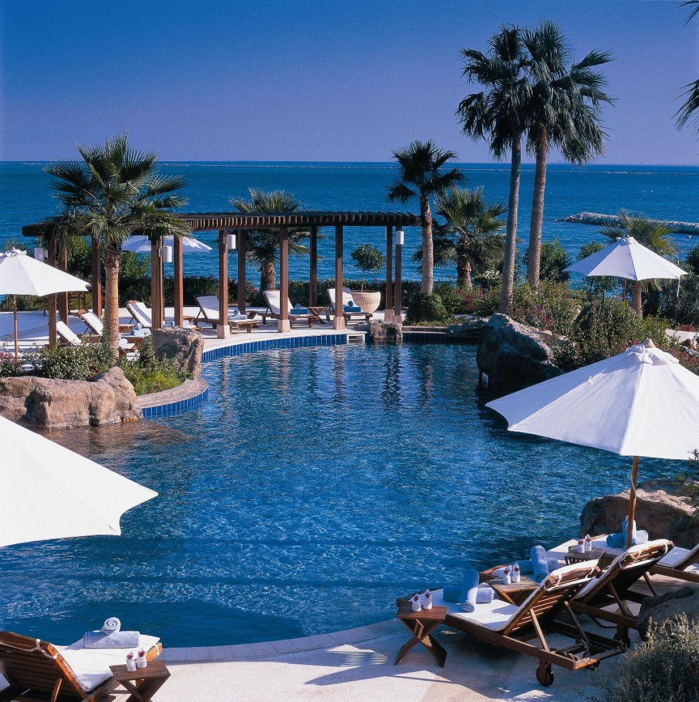 Ritz-Carlton Doha Outdoor swimming pool