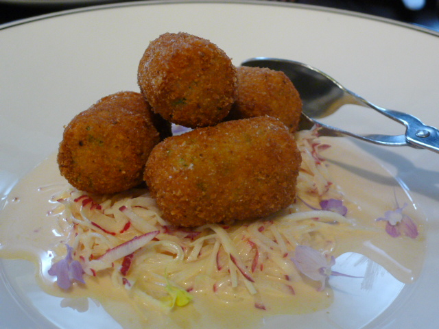 Gowings Bar and Grill - Crab cakes