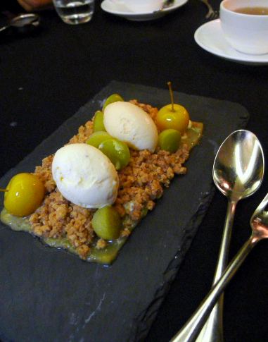 Hudson's Cedar Court Grand - Apple crumble