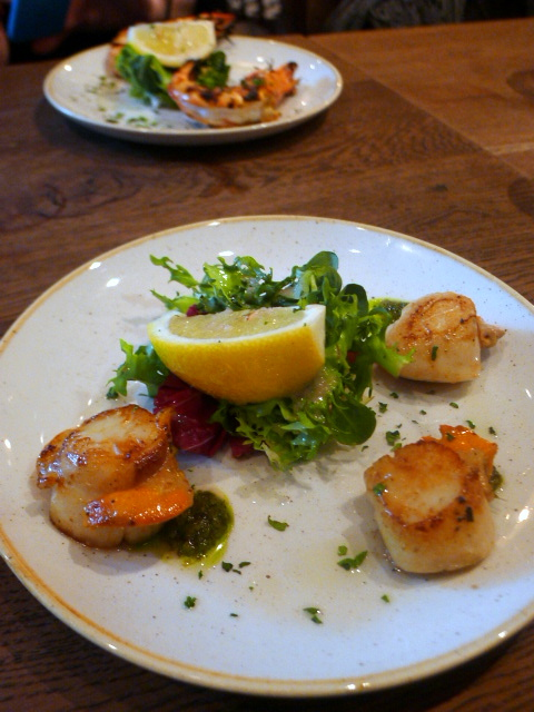 World's End Market - London Food Blog - Grilled Scallops