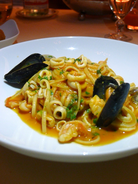 Mezzaluna Emirates Palace - London Food Blog - Seafood linguine