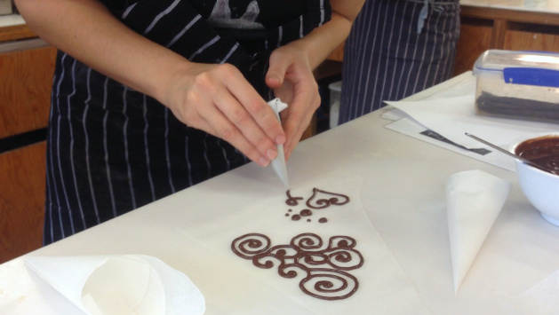 Konditor and Cook - London Food Blog - Curly Whirly Decorating