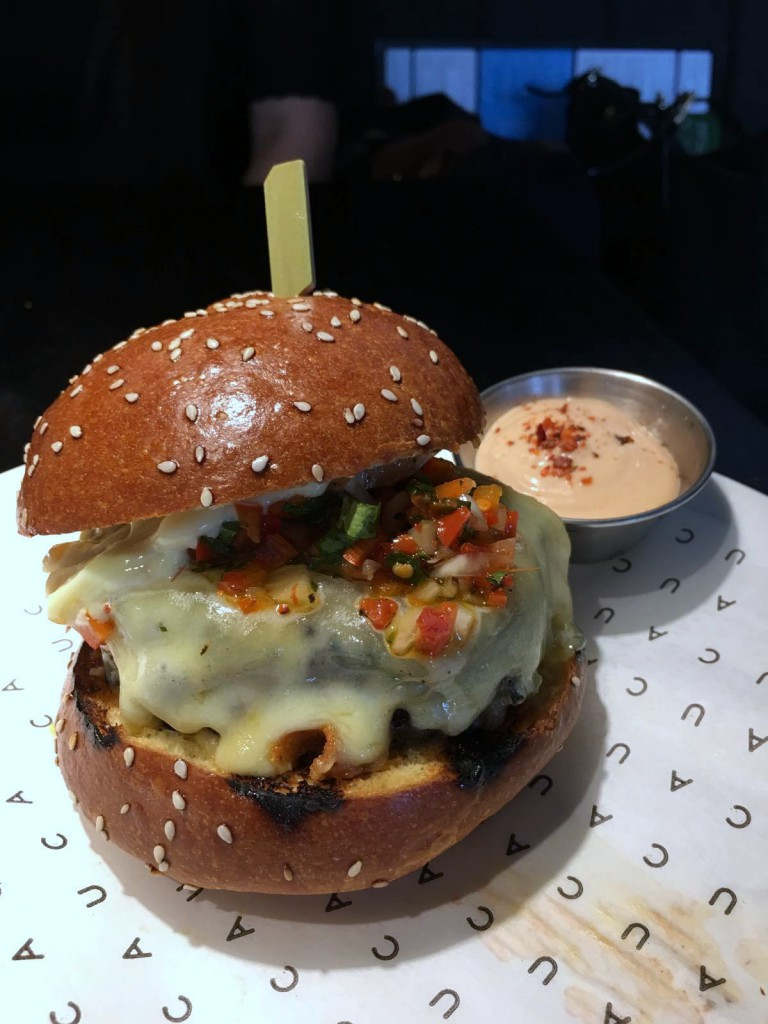 Cau St Katharine Docks - London Food Blog - Caunival burger