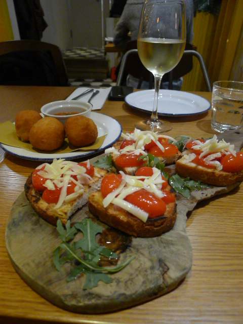 Amici Miei - London Food Blog - Bruschetta & arancini